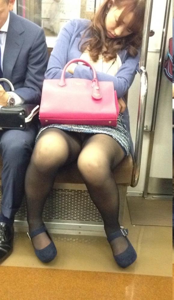 素人なのにお股が緩くなってパンチラ公開しちゃってる女の子ってwwwwwww【画像30枚】08_20180908213737135.jpg