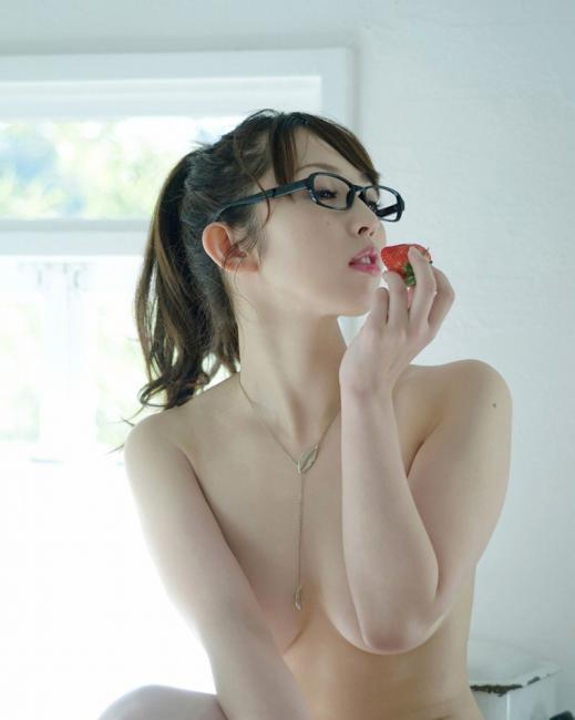 メガネっていう女の子にエロスを与えるアイテム最強wwwwwww【画像30枚】09_2017121001210004e.jpg