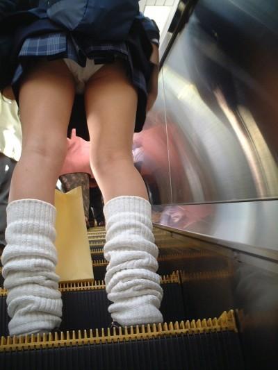 パンチラ見たいなら階段やエスカレーターがテッパンwwwwwww【画像30枚】09_20180122012712a09.jpg