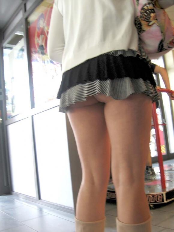 スカートが短すぎて『自分からパンツ見せにきてる』女の子wwwwwww【画像30枚】09_20180511011221133.jpg