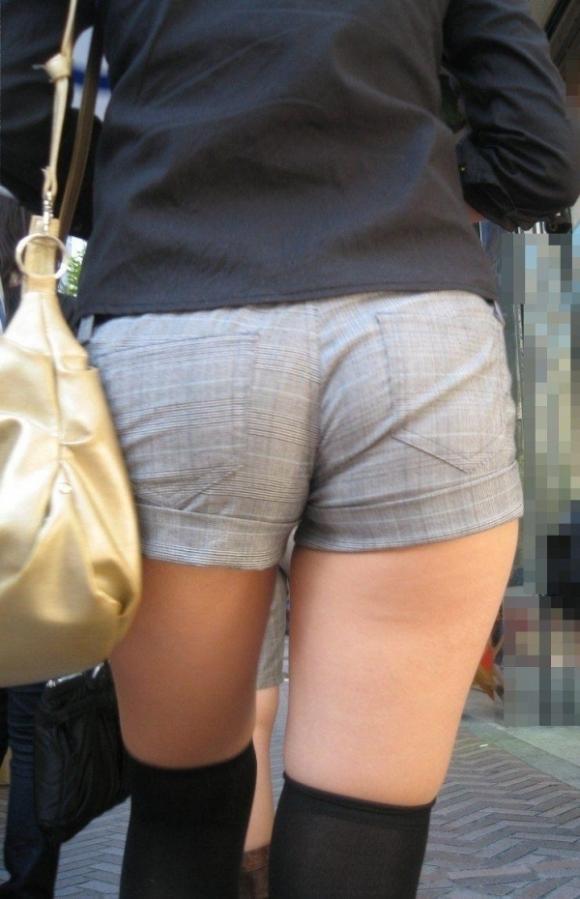 暑くなってきて生太ももを拝める服着る女の子が増えてハッピーwwwwwww【画像30枚】09_201805260053187f4.jpg
