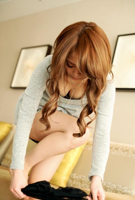 【脱衣中】服を脱いでる女の子がエロすぎて襲い掛かってしまいそうになるwwwwwww【画像30枚】09_20180711010647a51.jpg