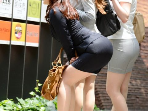 パツパツのタイトスカートからのおしりがエロい!【画像30枚】09_20180805235157878.jpg