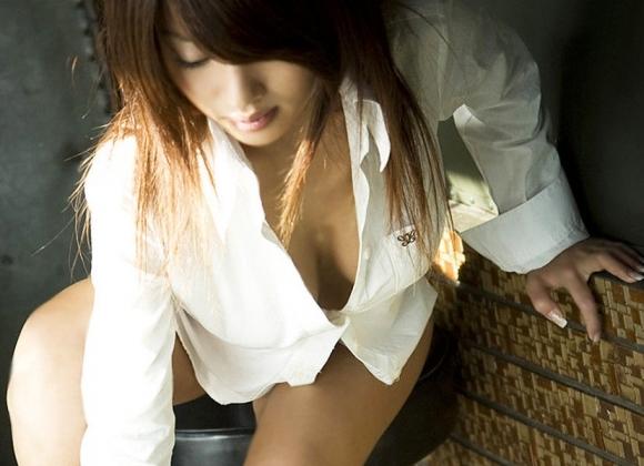 【着衣エロ画像】白シャツ着てる女の子がくっそエロいwwwwwww【画像30枚】10_2018030600292092f.jpg