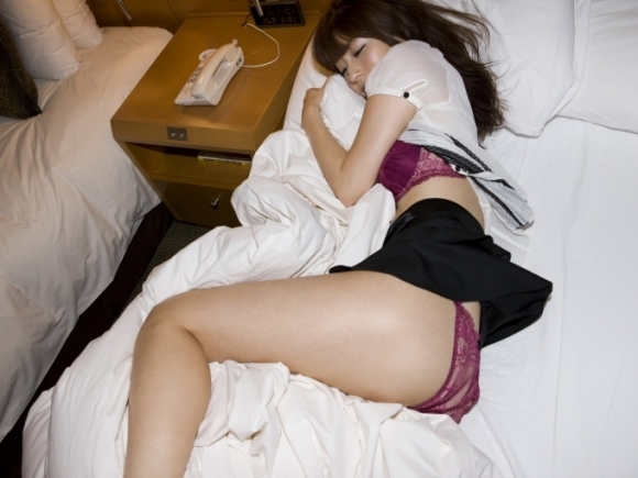 脱がされて衣服が乱れてる女の子がエロいwwwwwww【画像30枚】10_20180501005619b23.jpg