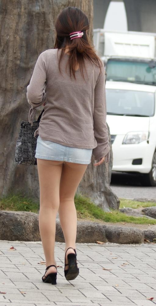 スカートが短すぎて『自分からパンツ見せにきてる』女の子wwwwwww【画像30枚】10_20180511011223ed4.jpg