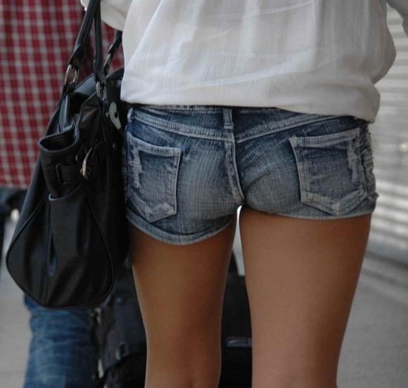 女の子が着るホットパンツっていうエロい服装wwwwwww【画像30枚】10_20180708003103d79.jpg