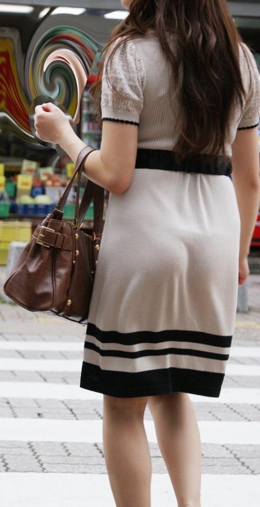 薄手のスカートからの透けパンティがくっそエロいwwwwwww【画像30枚】11_201801200123071e5.jpg