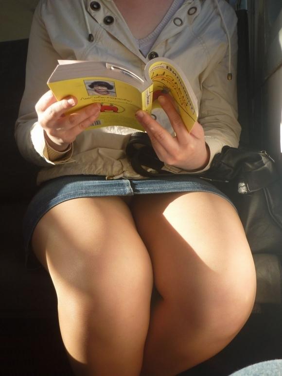 全部デニムスカートが悪い!wwwこういうパンチラがエロいwwwwwww【画像30枚】11_20180129154137205.jpg