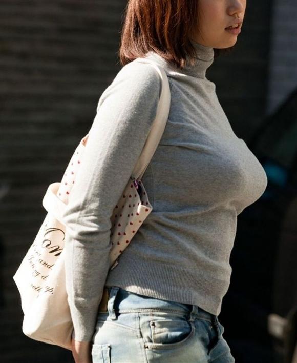パツンパツンの着衣巨乳の女の子をたまに見るけど羨ましいよなぁぁぁwwwwwww【画像30枚】11_201803280059375cb.jpg