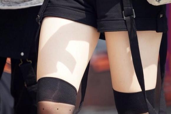 ニーハイ履いた女の子の脚がマジでたまらんwwwwwww【画像30枚】11_2018050801170922c.jpg