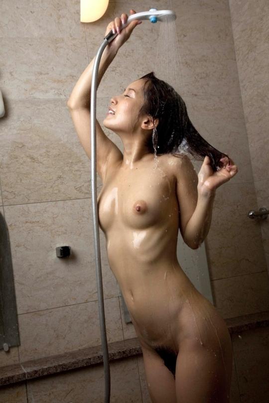 【入浴中】お風呂中の女の子がめっちゃ妖艶でエロいwwwwwww【画像30枚】12_201805090216107a3.jpg