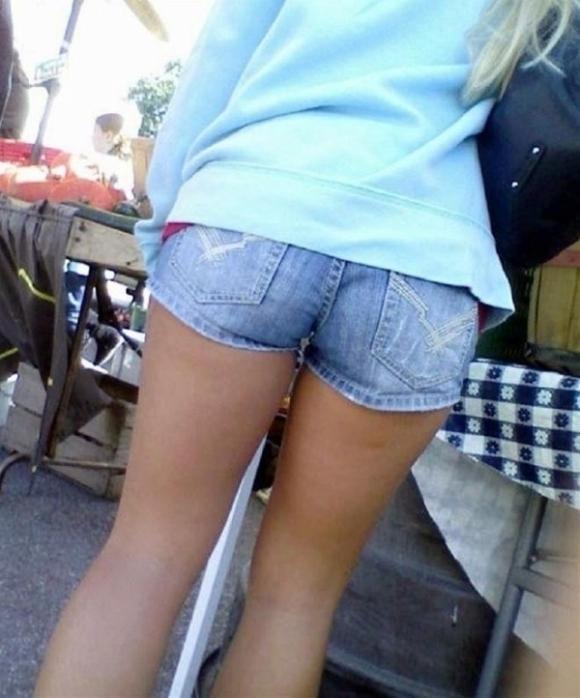 女の子が着るホットパンツっていうエロい服装wwwwwww【画像30枚】12_20180708003241a1b.jpg