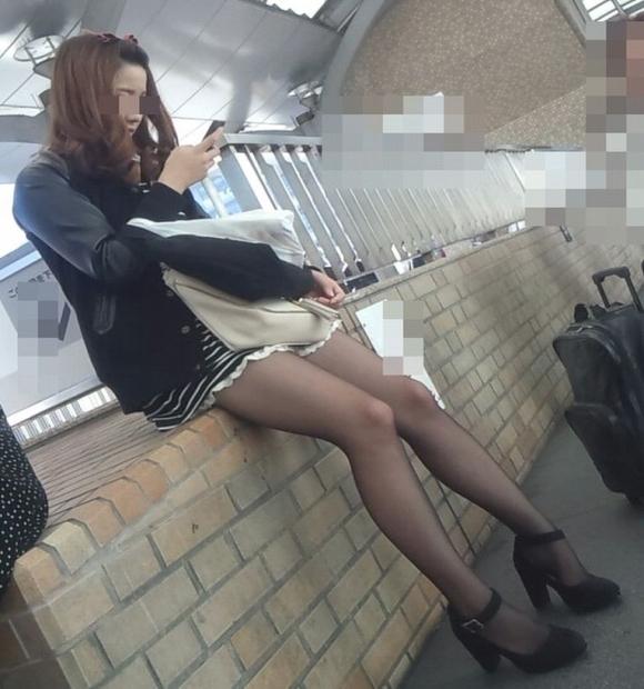 こんなエロい服装で外出しちゃう女の子結構いるんだなwwwwwww【画像30枚】13_20171028011135263.jpg