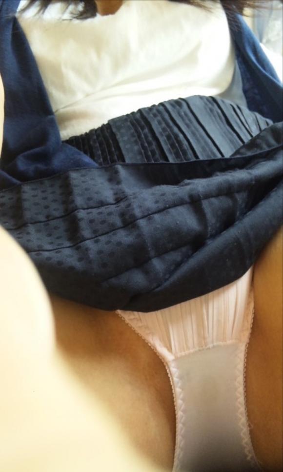 【女神様】素人女子のパンツ越しのおまんこがネットに大量うpされオナニーが捗りすぎるwwwwwww【画像30枚】13_201801280121013c1.jpg