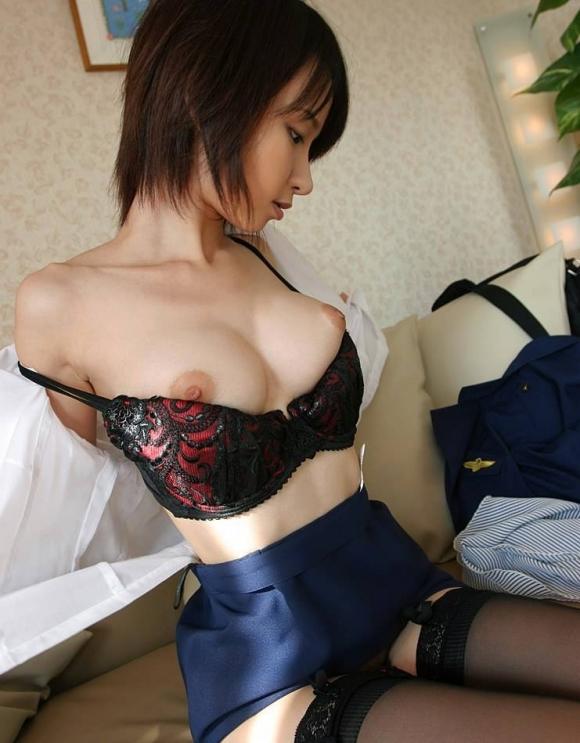 【脱衣中】女の子が服や下着を脱いでる途中ってめっちゃエロいよなwwwwwww【画像30枚】13_201804090017370c6.jpg