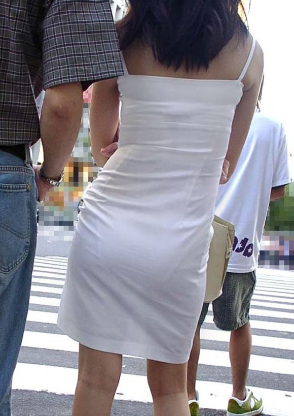 暑いからってパンツ透けるスカートで外出しちゃダメだってwwwwwww【画像30枚】13_201806010047467ff.jpg