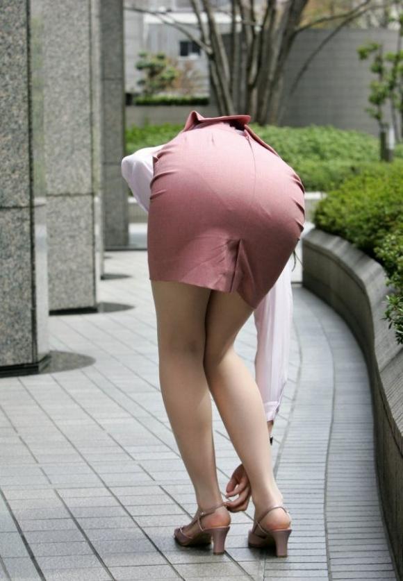 必ずセクハラしたくなるwwwOLさんのタイトスカート!【画像30枚】13_20180714010951631.jpg