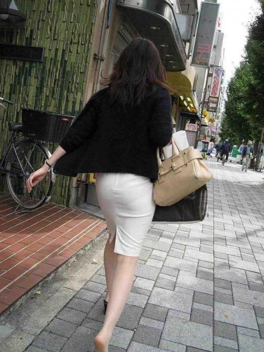 パツパツのタイトスカートからのおしりがエロい!【画像30枚】13_20180805235536415.jpg