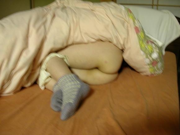 プリケツ出して寝てる女の子に飛びかかりたいwwwwwww【画像30枚】14_201711020200267b6.jpg