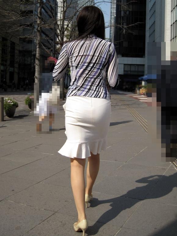 タイトスカート履いてるOLのピタっと感がエロいwwwwwww【画像30枚】14_201712030153293ea.jpg
