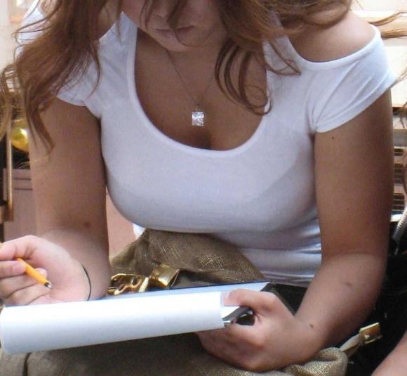 パツンパツンの着衣巨乳の女の子をたまに見るけど羨ましいよなぁぁぁwwwwwww【画像30枚】14_20180328005941bbf.jpg