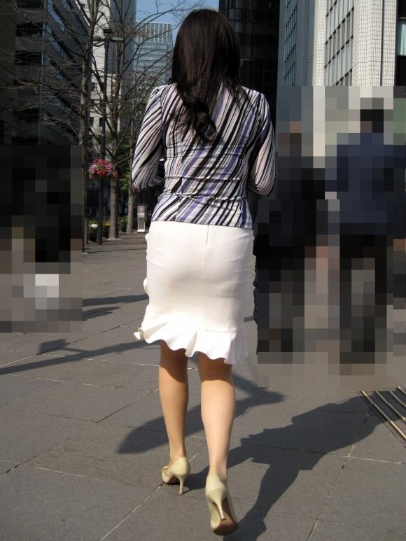 暑いからってパンツ透けるスカートで外出しちゃダメだってwwwwwww【画像30枚】14_2018060100474718c.jpg