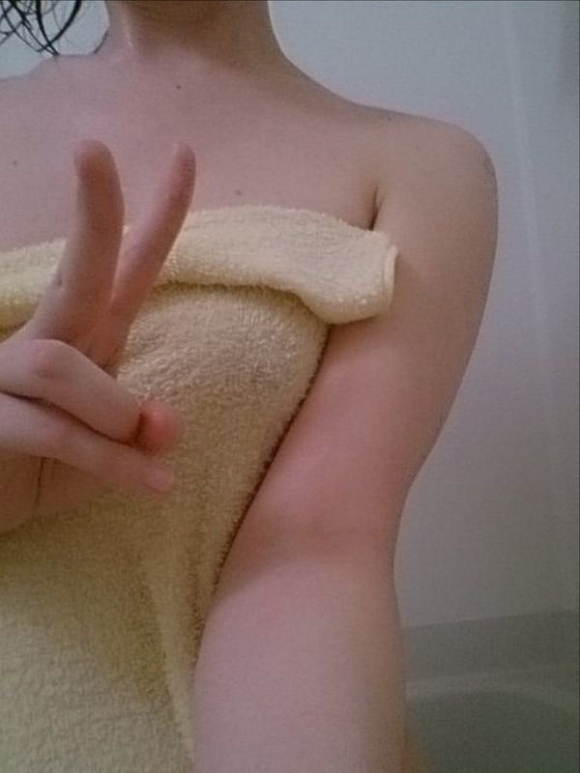 【女神様】お風呂上がりの火照った体を見せちゃう恥じらい素人女子wwwwwww【画像30枚】14_20180617004719397.jpg