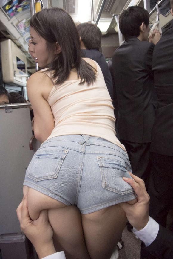 女の子が着るホットパンツっていうエロい服装wwwwwww【画像30枚】14_20180708003243c71.jpg