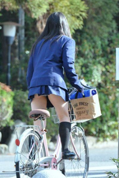 【女子校生】JKのパンツ見れるとなんでこんなにハッピーな気分になれるんだろうなwwwwwww【画像30枚】14_20180725011048d6a.jpg