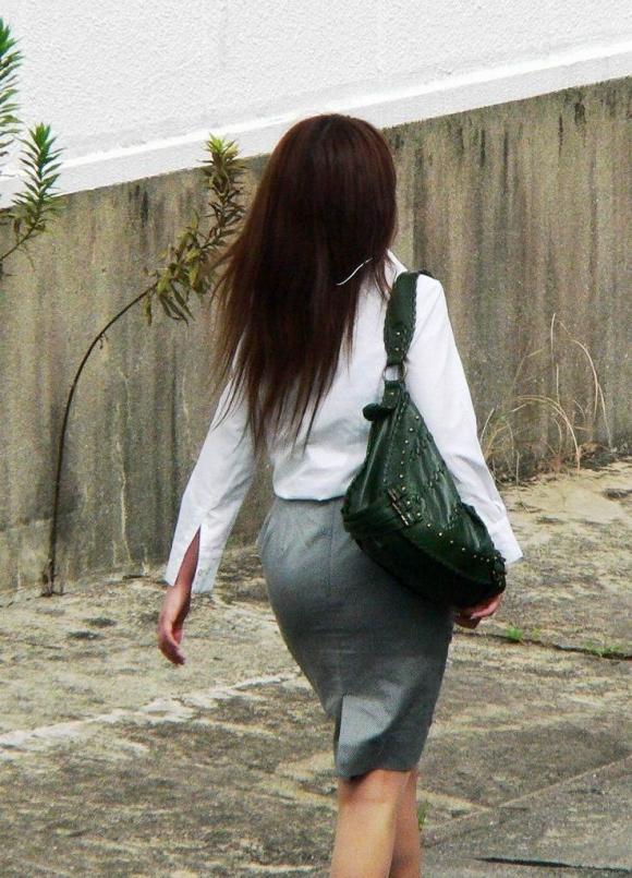 パツパツのタイトスカートからのおしりがエロい!【画像30枚】14_201808052357013ea.jpg
