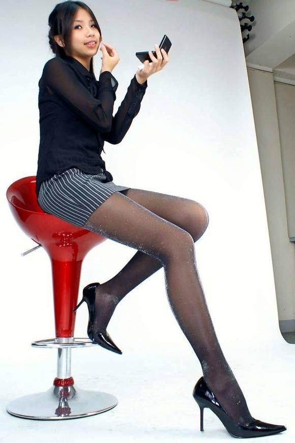 黒ストッキングを履いた美脚に足フェチ歓喜!wwwwwww【画像30枚】15_201711220151414f1.jpg