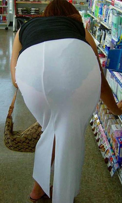 薄手のスカートからの透けパンティがくっそエロいwwwwwww【画像30枚】15_20180120012313db6.jpg