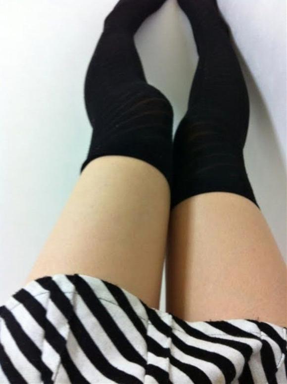 ニーハイ履いた女の子の脚がマジでたまらんwwwwwww【画像30枚】15_201805080117153ce.jpg