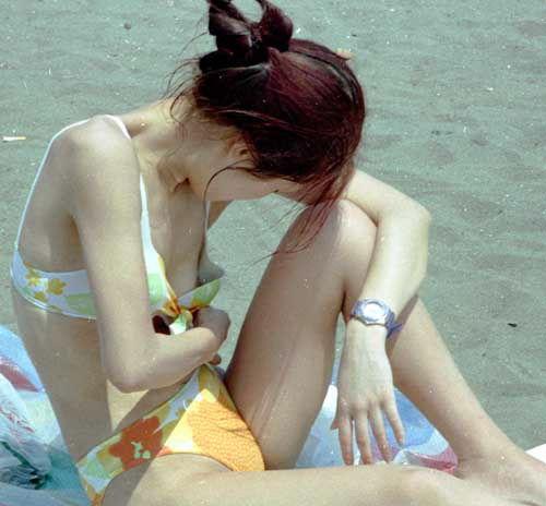 【素人エロ画像】水着からおっぱいがポロリしちゃってる素人多すぎwwwwwww【画像30枚】15_20180613010116b22.jpg