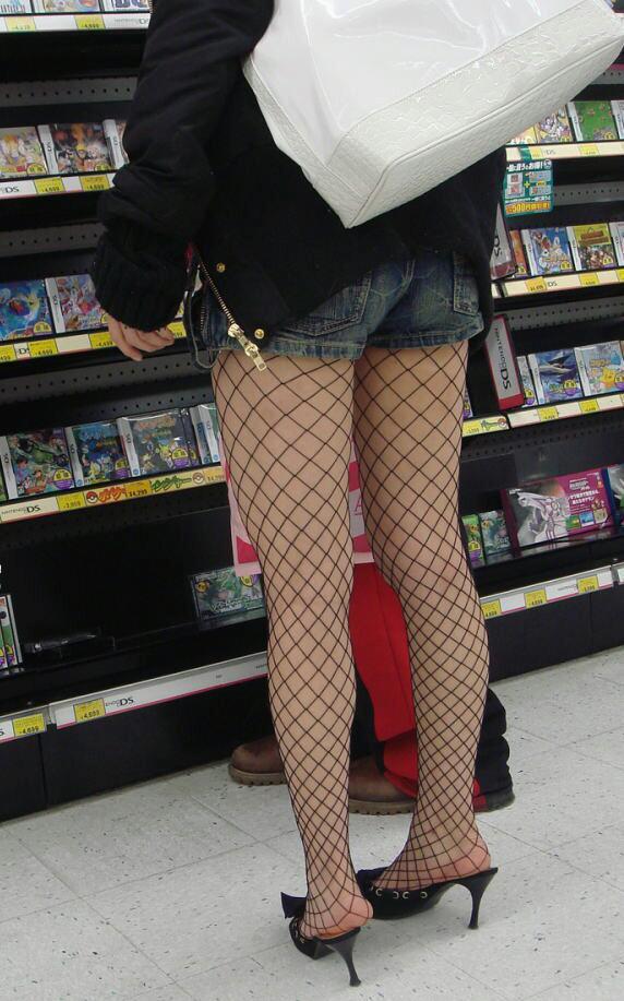 網タイツ履いた脚がくっそセクシーwwwwwww【画像30枚】15_20180624234749061.jpg
