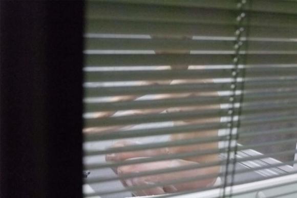 こりゃアカンやつやwwwお風呂場を覗いてる民家盗撮wwwwwww【画像30枚】15_20180708004838912.jpg