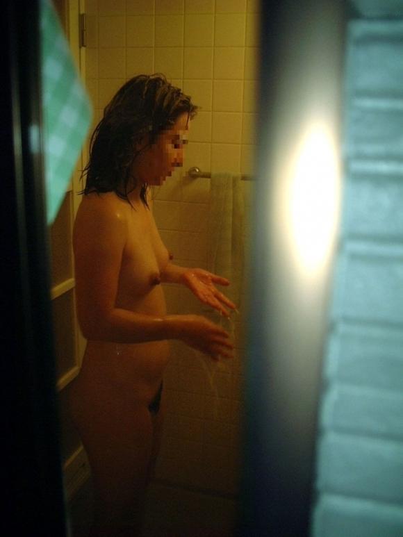 【民家盗撮】全裸で無防備になってる素人の入浴姿を盗み撮りした激ヤバ画像wwwwwww【画像30枚】15_20180824004914728.jpg