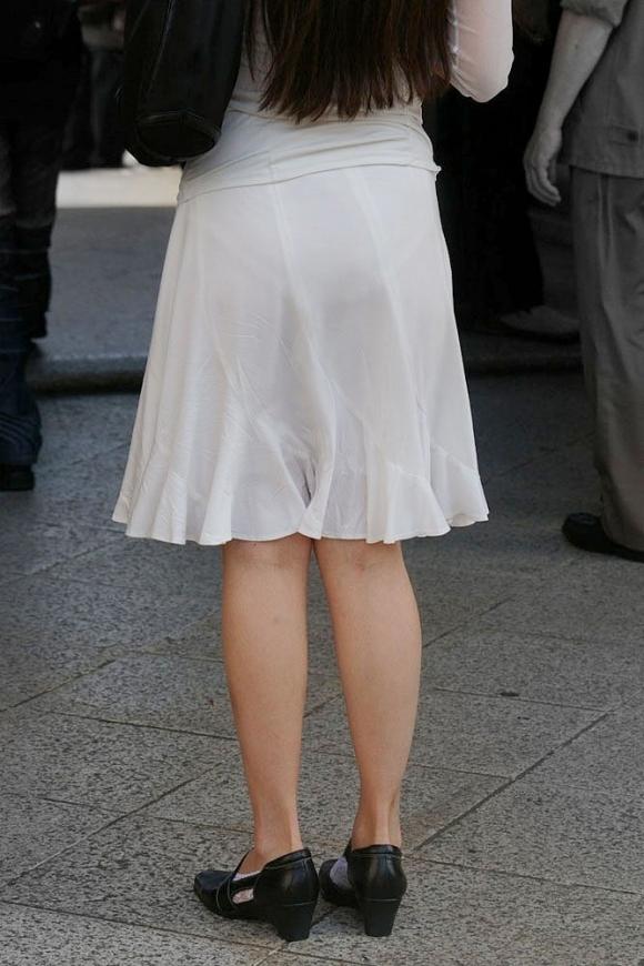 薄手のスカートからの透けパンティがくっそエロいwwwwwww【画像30枚】16_20180120012315e3a.jpg