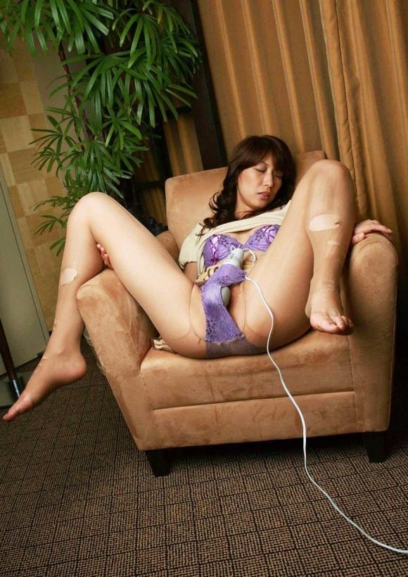 【オナニー】強烈な電マの振動の中毒になってる女の子wwwwwww【画像30枚】16_20180416012621a0d.jpg