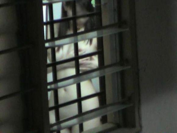 【民家盗撮】ガチ素人のお風呂を覗き見するとかヤバいだろwwwwwww【画像30枚】16_20180524015109d11.jpg