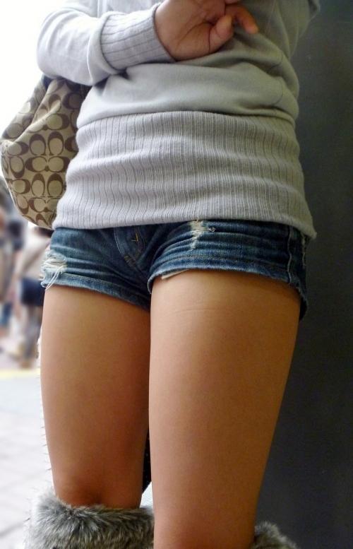 女の子が着るホットパンツっていうエロい服装wwwwwww【画像30枚】16_20180708003248068.jpg