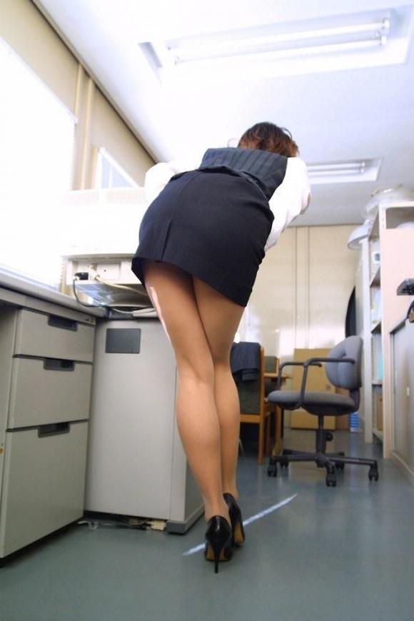 必ずセクハラしたくなるwwwOLさんのタイトスカート!【画像30枚】16_20180714010956501.jpg