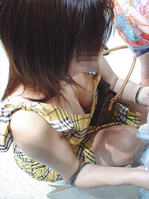【おっぱい】素人の隙をコソーリ盗んで撮った胸チラ画像が秀逸wwwwwww【画像30枚】16_20180812011909ae4.jpg