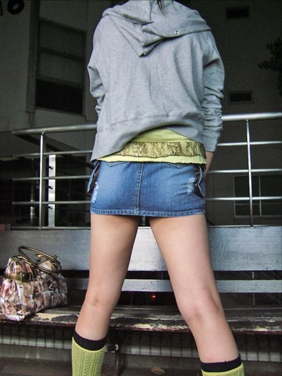 デニムスカートって簡単にパンチラしちゃうから履くとき注意なwwwwwww【画像30枚】17_201806100117237c6.jpg