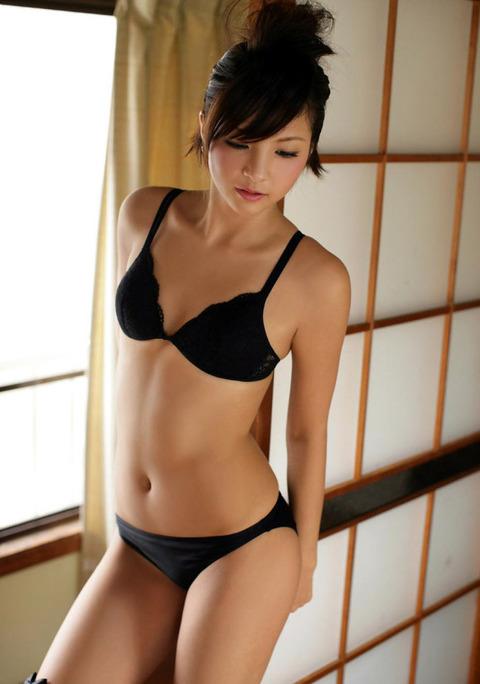セクシーさが際立つ黒下着の女の子!【画像30枚】17_20180712011354ab9.jpg