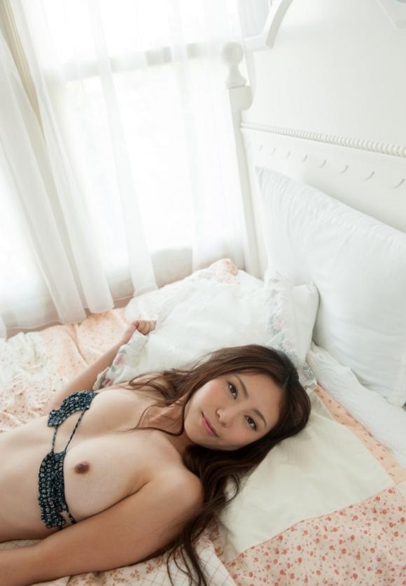 こういう可愛い女の子と一緒にベッドに入りたいwwwwwww【画像30枚】17_20180801004501ae4.jpg