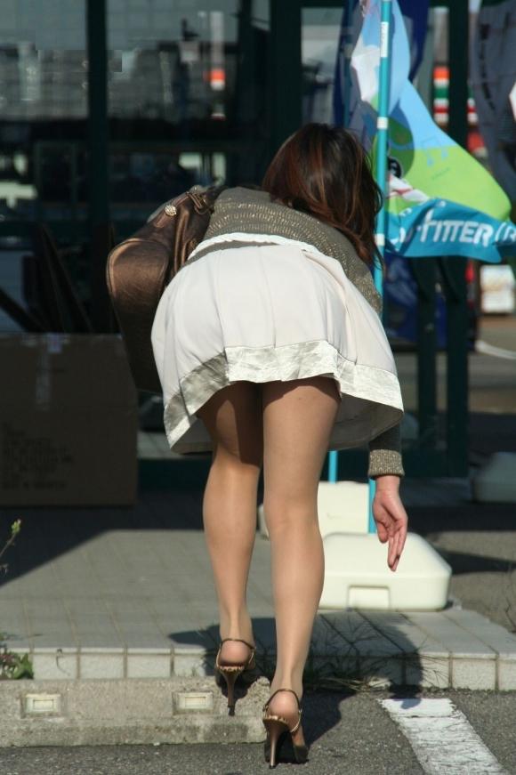 こんなエロい服装で外出しちゃう女の子結構いるんだなwwwwwww【画像30枚】18_20171028011143d34.jpg
