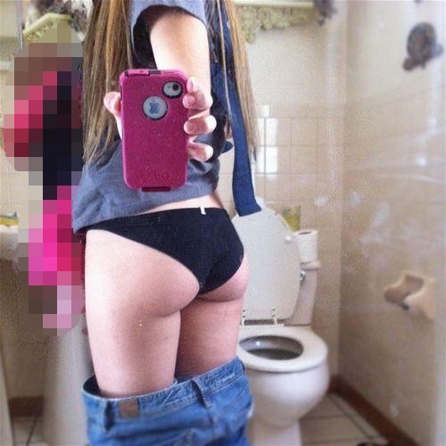 【素人自撮り画像】ちょ・・・まてまてwwwトイレで自撮りするってなんなんだよwwwwwww【画像30枚】18_20180122233321869.jpg