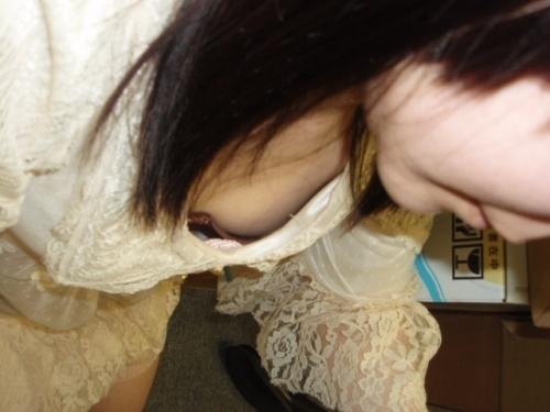 【家庭内盗撮】家の中で撮られた胸チラ画像が激しくエロいwwwwwww【画像30枚】18_20180124003515aa0.jpg